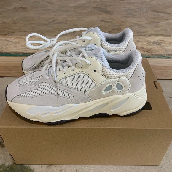 hot sale online e5bba 7223c Yeezy Boost 700 Analog Size 6 NWT